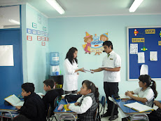 Alumnos de Pedagogía en Inglés de la UNAP...