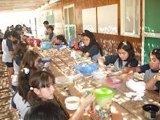 Almorzando después de clases...