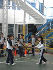 En clases de Educación Física, los niños del planeta Humberstone...