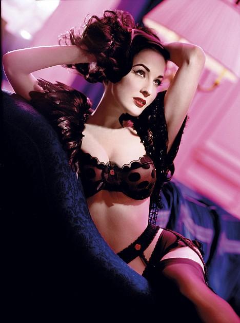 Dia Von Tesse - vũ nữ thoát y nổi tiếng nhất mọi thời đại Article-1173167-04a261d4000005dc-609_468x629
