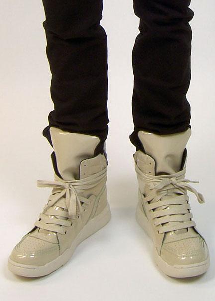 [D91D015_Sneakers_1.jpg]
