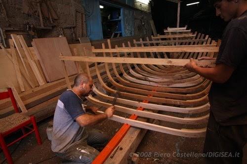 Storia di una barca ossatura ed ecco la barca for Costruire una torre di osservazione