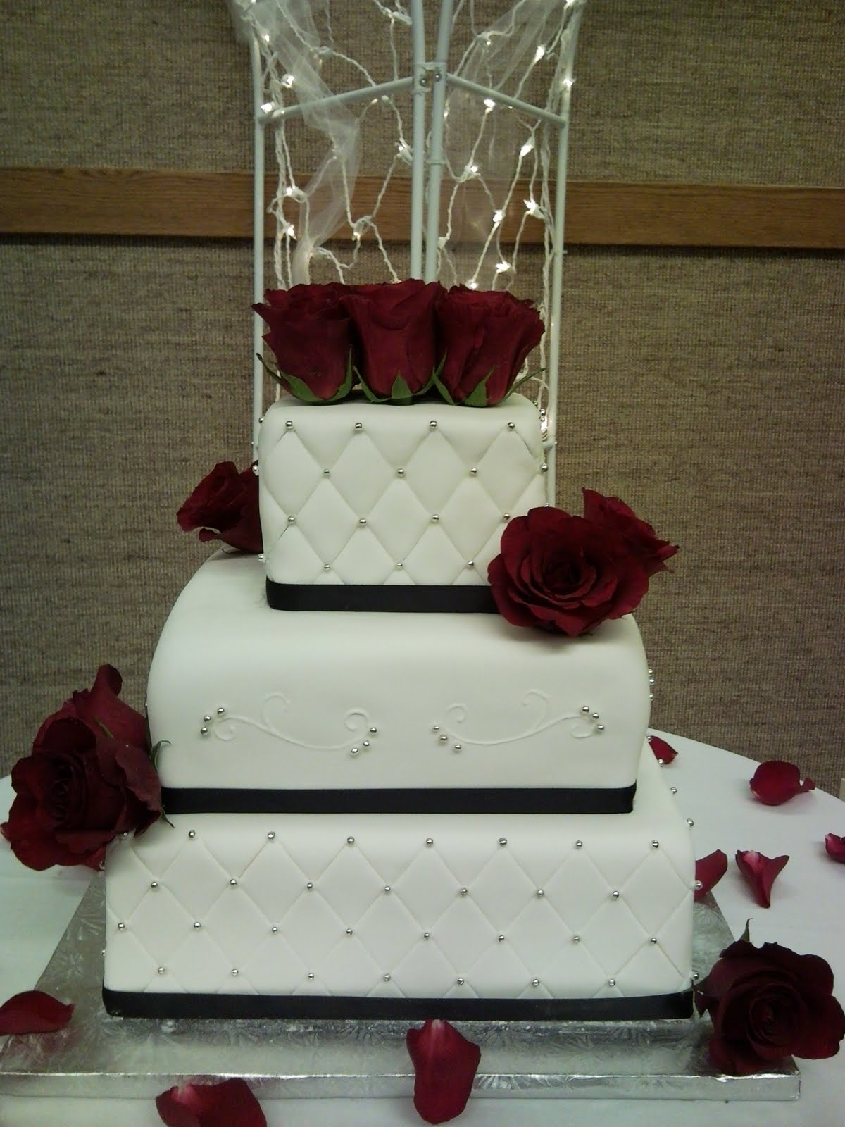 Wedding Cakes With Red Roses