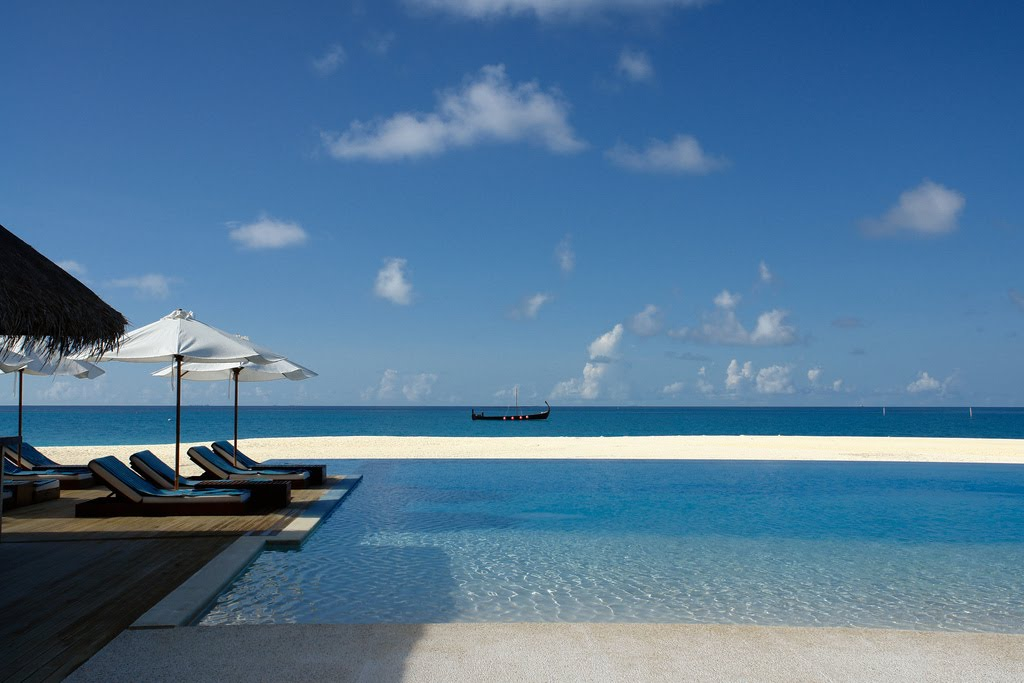 Damn Fresh Pics Coolest Infinity Pools Around The World