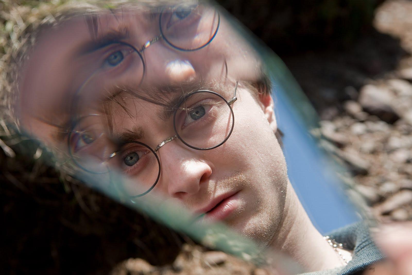 http://4.bp.blogspot.com/_2fdwksuATNA/TIW8cQYTwII/AAAAAAAAAPk/Bbe8CchhMMQ/s1600/Harry+Potter+7+Deathly+Hallows.jpg
