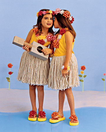 Martha Stewart has posted some creative last minute Halloween costumes! My favorite are these precious little Hula Girls (with skirts made from mop heads!)  sc 1 st  High Street Market & High Street Market: Last Minute Halloween Costumes
