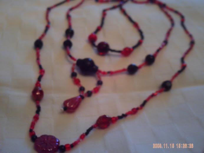 Piros fekere 3 soros nyaklánc