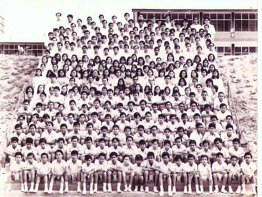 atas tangga tepi padang 1974