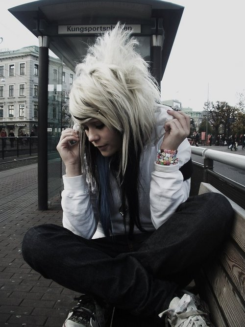 black and purple scene hair. Love this blonde scene hair