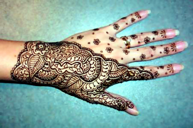 Just like a tattoo and body piercing, henna has been the fashion since the