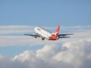 Qantas B737 leaving Wellington
