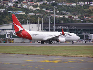 Boeing B737-838, VH-VXR, Qantas Airways Ltd