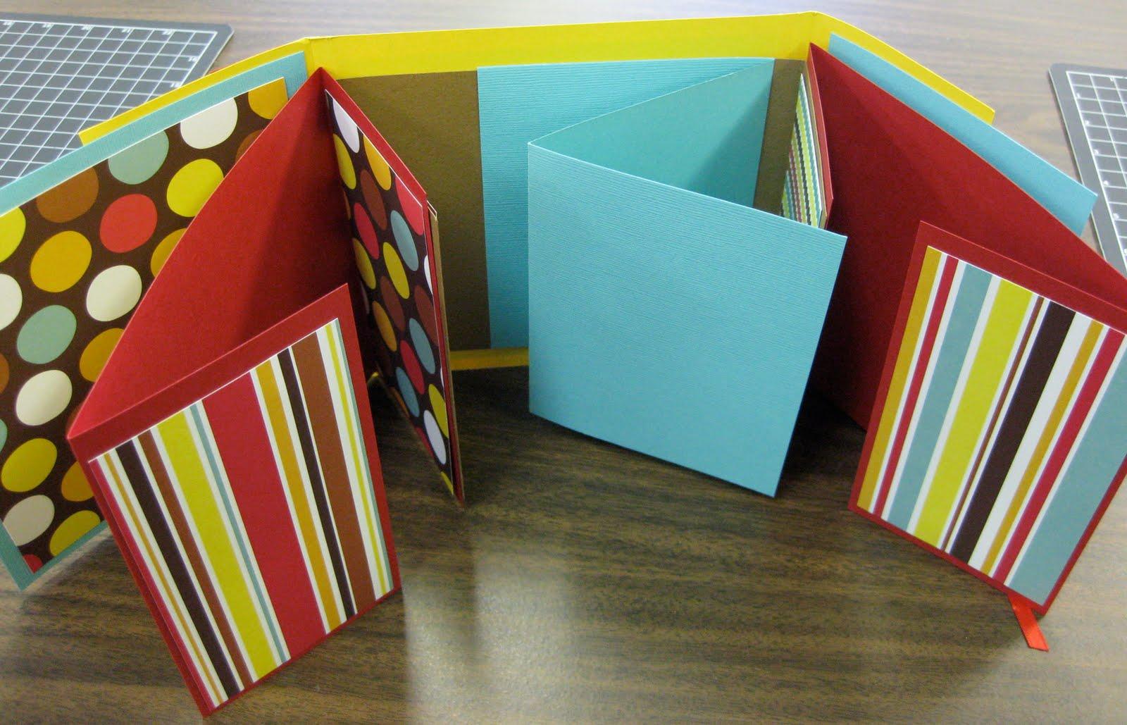 Scrapbook art designs august 10th fold out album michelle - Como hacer un album de fotos ...