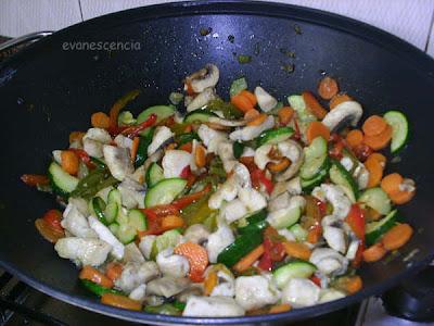 freimos las verduras en un wok