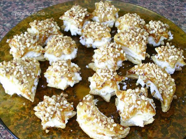 pastelitos de hojaldre con nata