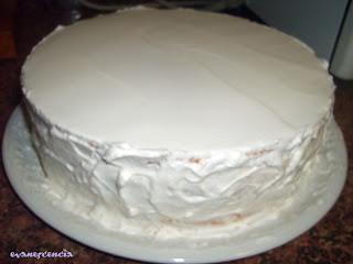 cubrir laterales de la tarta con nata montada