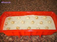 masa en el molde con avellenas