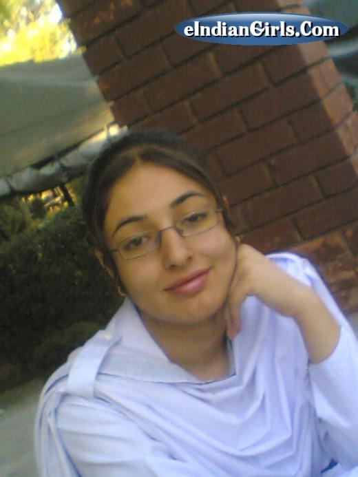 "pakistani college girls 520x693 Vanity Games   ""Sexy Pillow Talk"""