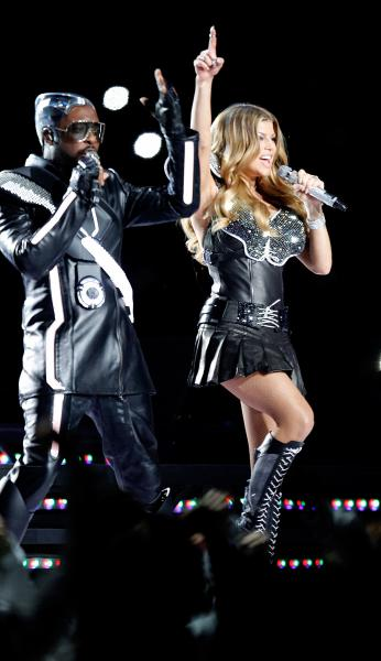 hot celebrities pics fergie sexy pics while performing at super bowl XLV in dallas super hot and sexy photos