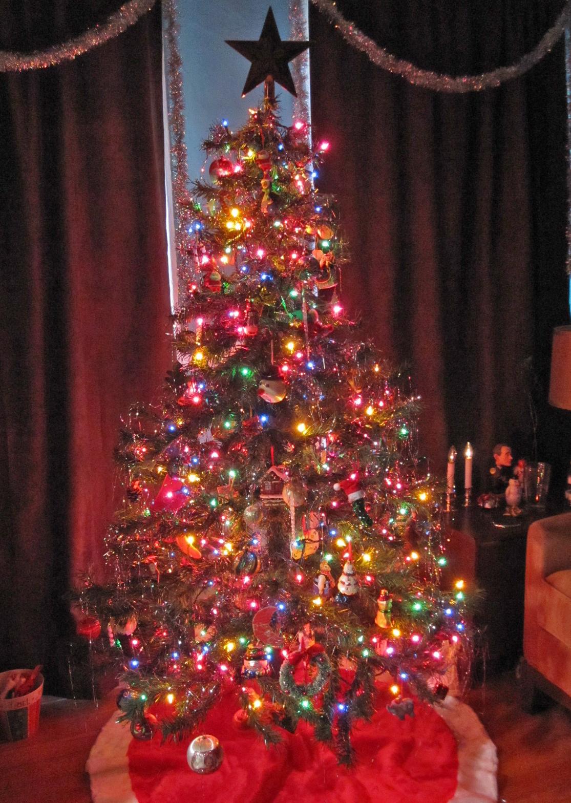 http://4.bp.blogspot.com/_2qg6TBptiOw/TQhm0_45Q8I/AAAAAAAAAvQ/60A4fMLaUCw/s1600/christmas+tree+2.jpg