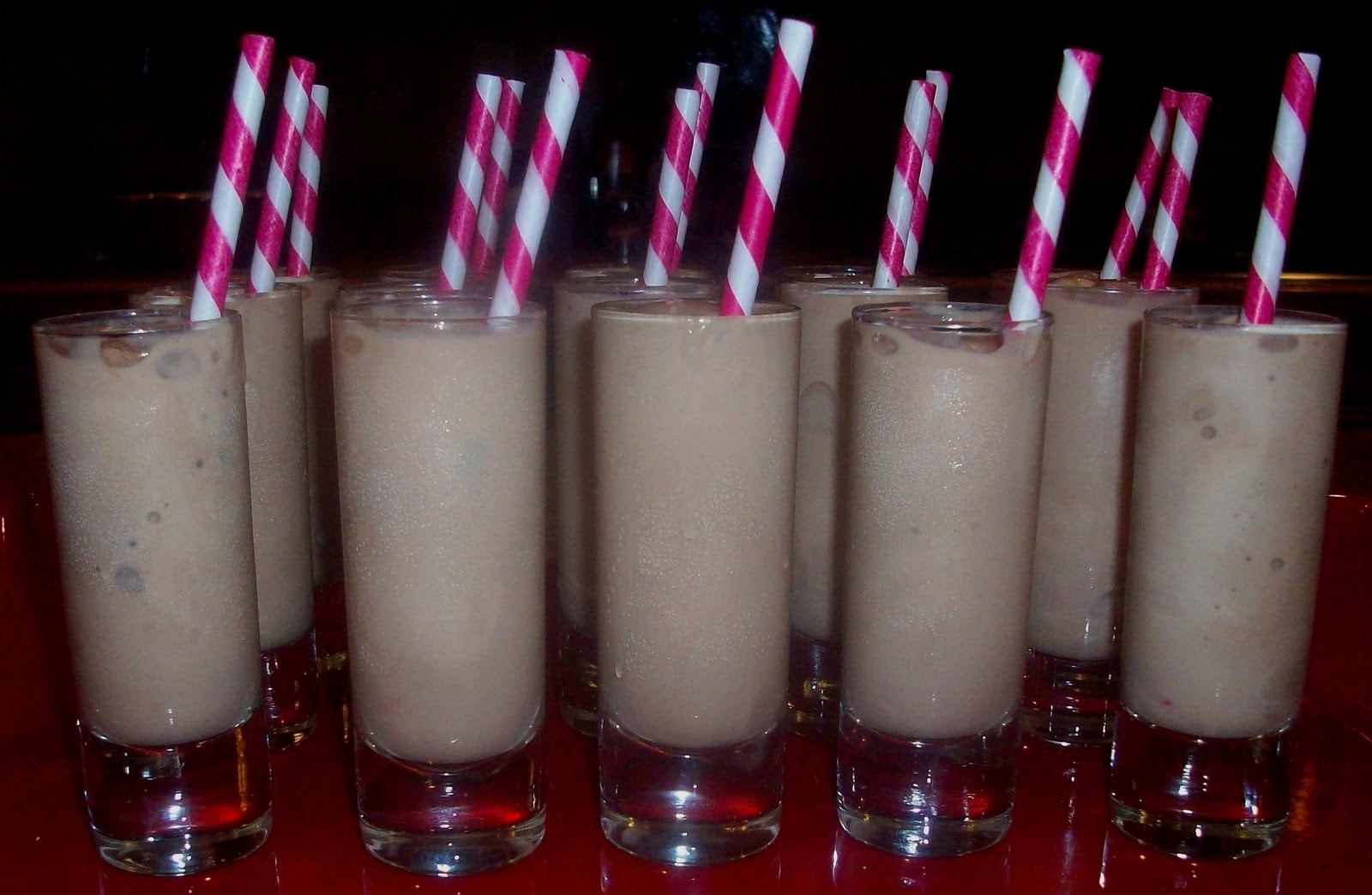 poca cosa: Adult Chocolate Milk Mini Shakes