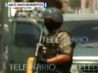 MILITARES DETIENEN A UNA PAREJA A UNA CUADRA DE LA POLICIA DE SAN NICOLAS DE LOS GARZA