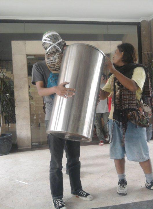 PASAR GELAP, 22-23 oktober 2010, galeri surabaya komplek balai pemuda