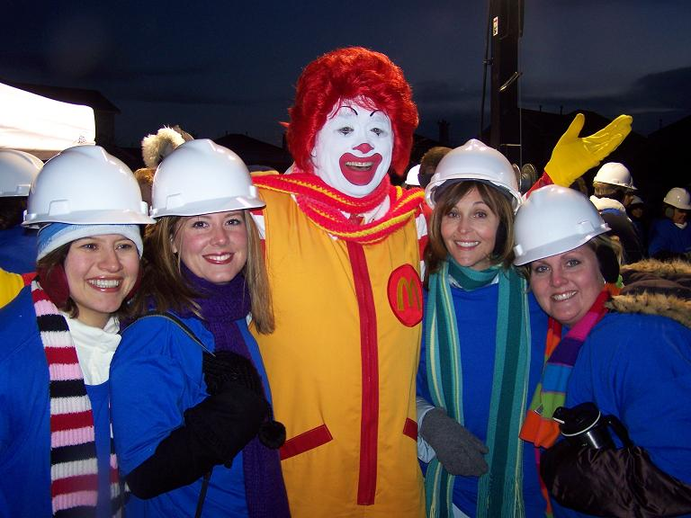 [34.JPG+pic+with+ronald+mcdonald+at+EHMO]