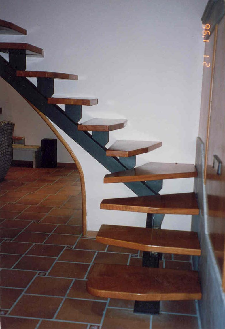 Escalera de hierro con pelda os madera pictures - Escaleras de peldanos ...