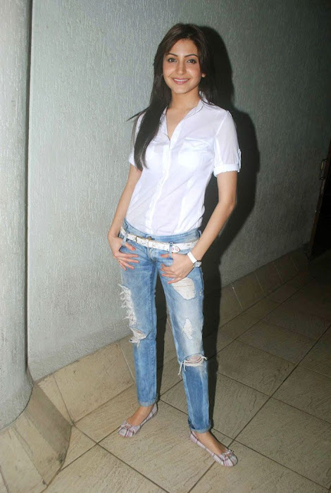 anushka sharma at handicrafts promotion hot images