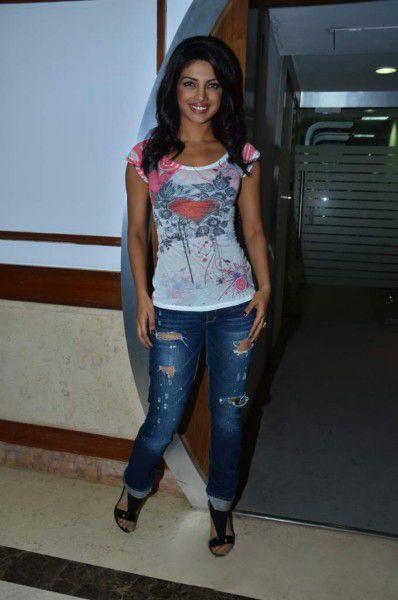 Priyanka Chopra At Radiocity  Khoon Maaf Promotioon PhotogalleryStills unseen pics