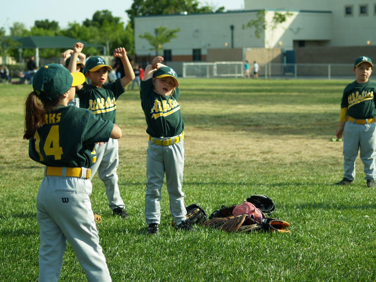 [5-07+Kaitlyn+baseball+002.jpg]