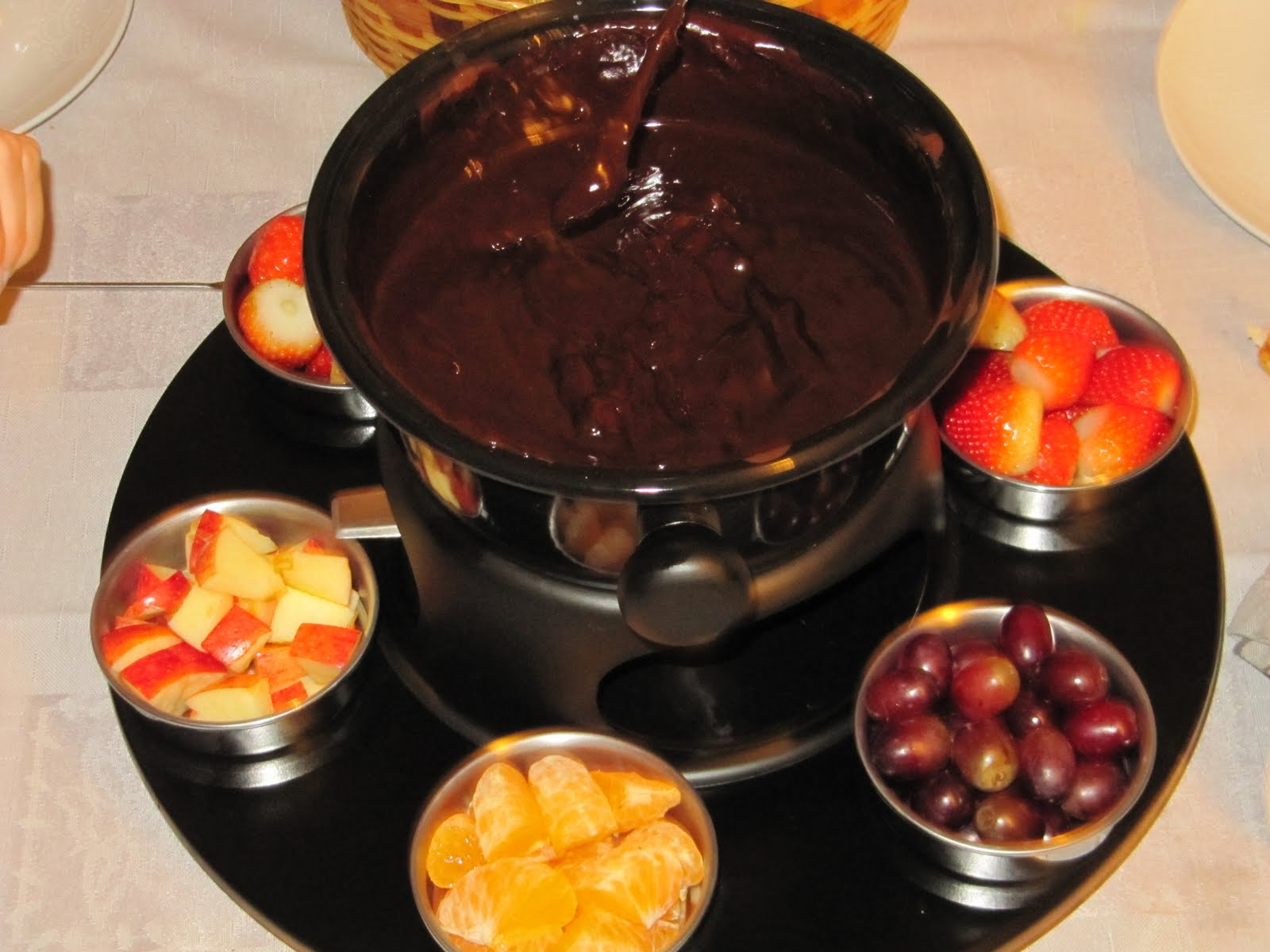 Recebendo amigos fondue de chocolate - Fondue de chocolate ...