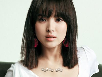 4) Mid-length Japanese permed hairstyle with short bangs sweep to the side