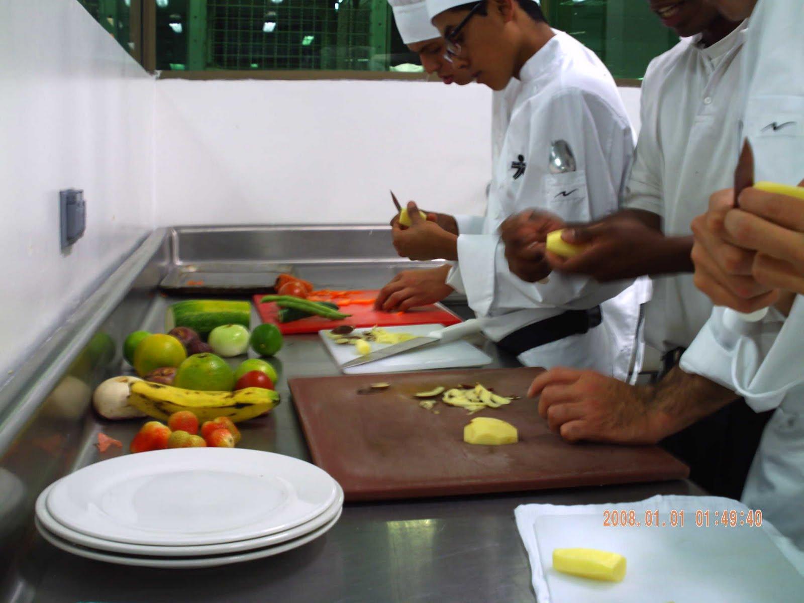 Tecnicos en cocina corte frutas y vegetales - Tecnico en cocina y gastronomia ...