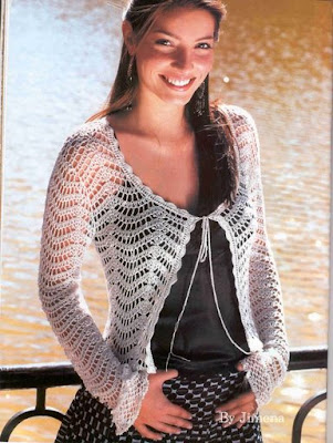 Adorable saco femenino y versatil tejido en ganchillo o crochet.