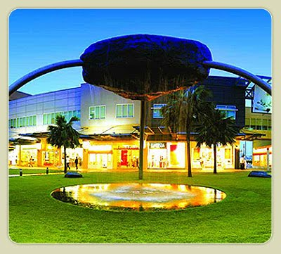bonifacio high street Bonifacio high street redefines the shopping and dining experience as a walk in the park you can enjoy a full range of food establishments and retail zones.