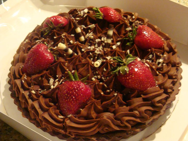 Philippines Cuisine: Chocolate Strawberry Cake