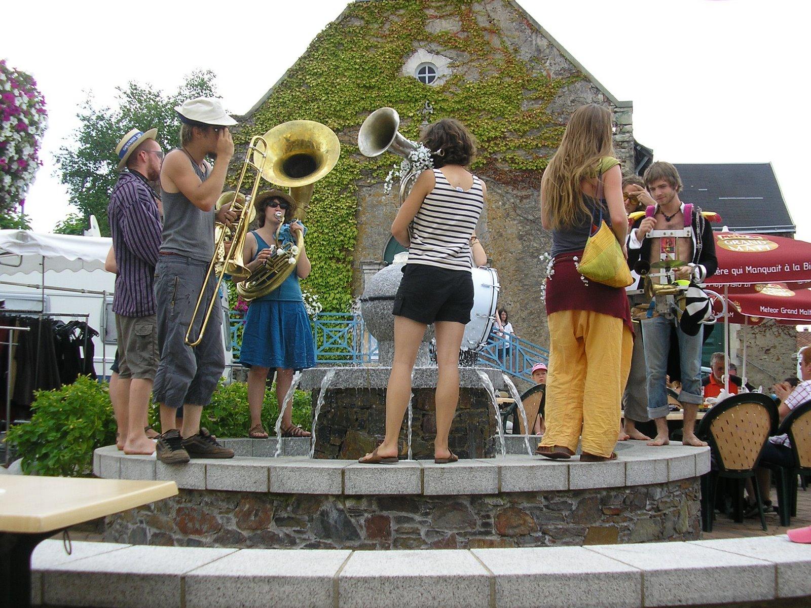 [france-street_performers.JPG]