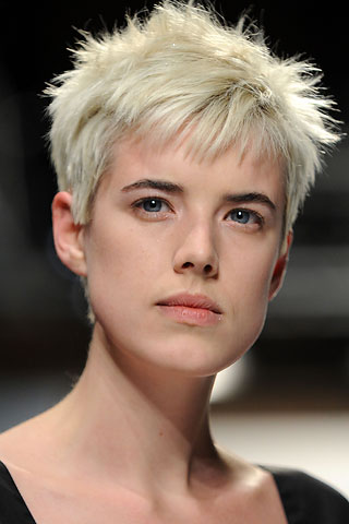 Agness Deyn short haircuts always looks especially unique and beautiful