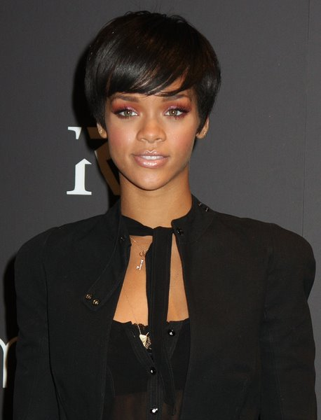 The jaw-length bob which is neither long nor short is a most popular bob
