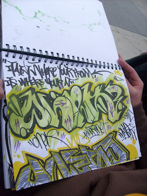 How to sketch graffiti on a piece of paper