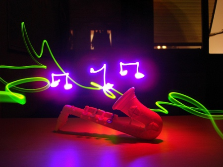http://4.bp.blogspot.com/_36SFFFDlygA/TIrKuyhgcgI/AAAAAAAAHVA/vEhmD0fF6pU/s1600/light-graffiti-music.jpg