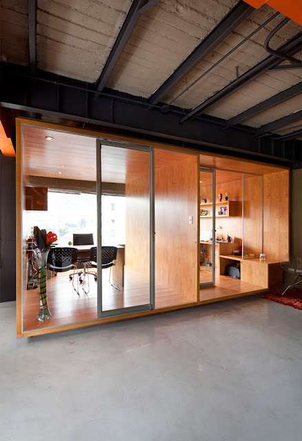 Ri offices by arquitectura x housevariety for Office design quito