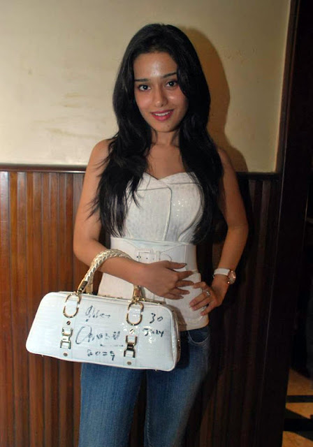 Amrita Rao's Exclusive, Hot And Spyci Pics