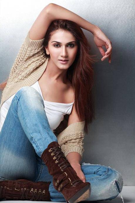 Vaani Kapoor Hot Indian Model Sexy Photoshoot Pics