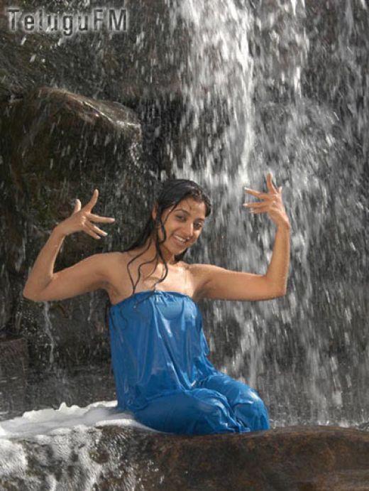 , Keerthi Chawla Hot Gallery