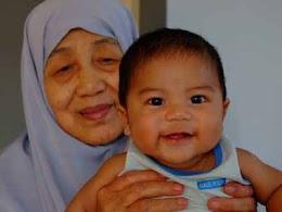 anak bongsu ku dgn neneknya