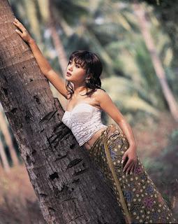 Gambar Bugil Yuni Shara Janda Seksi