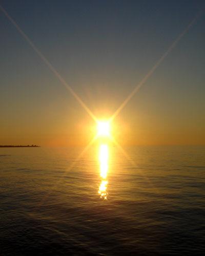 http://4.bp.blogspot.com/_39eC9ianLf8/S66iV0jkMFI/AAAAAAAACBI/4kecvzpk064/s1600/kyparissia_sunset_1.jpg